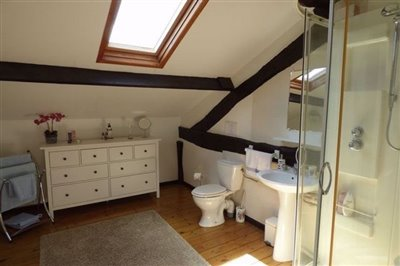 ensuite-bed-3-main-house