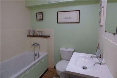 house-downstair-bathroom