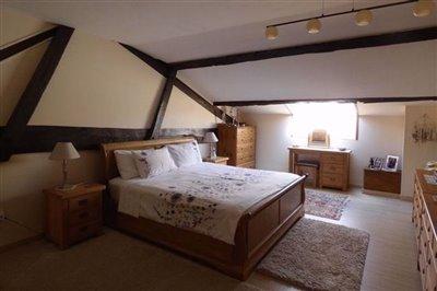 master-bedroom-main-house1