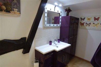 en-suitemasterbedroommainhouse