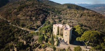 chateau-corbere-drone-photo-2-1420x690-1