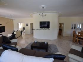 Image No.7-Villa / Détaché de 4 chambres à vendre à Uzumlu
