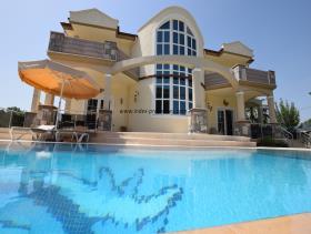 Image No.1-Villa / Détaché de 4 chambres à vendre à Uzumlu