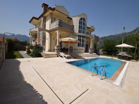 Image No.3-Villa / Détaché de 4 chambres à vendre à Uzumlu