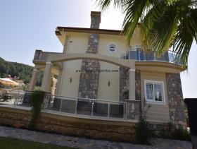 Image No.5-Villa / Détaché de 4 chambres à vendre à Uzumlu