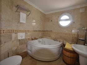 Image No.14-Villa / Détaché de 4 chambres à vendre à Uzumlu