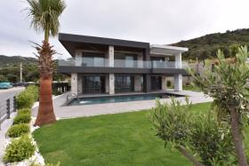 Image No.1-5 Bed Villa / Detached for sale