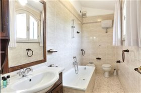 Image No.16-11 Bed Hotel for sale