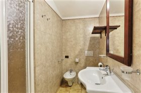 Image No.19-11 Bed Hotel for sale