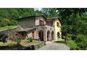Bagnone, Villa