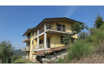 1 - Bagnone, House