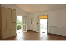 Image No.10-1 Bed House for sale