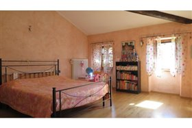 Image No.17-5 Bed Farmhouse for sale