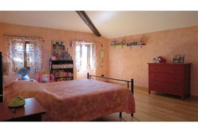 Image No.18-5 Bed Farmhouse for sale
