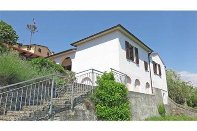 1 - Podenzana, Villa