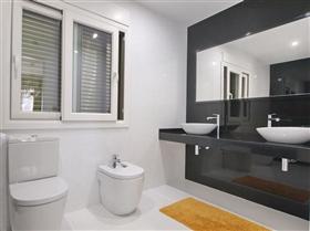 Image No.10-4 Bed Villa for sale