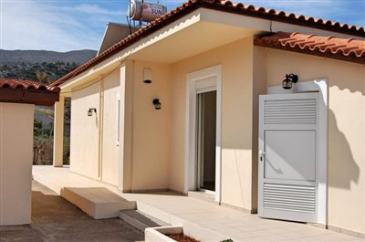 H-MAL201-House0with-garden-at-Malia2