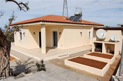 H-MAL201-House0with-garden-at-Malia7