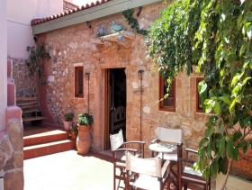 Crete, Bar