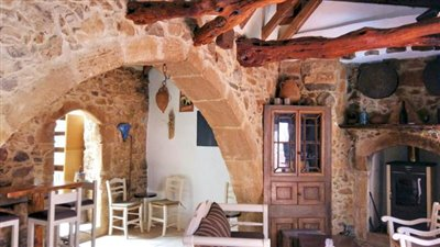H-MAL124-Traditional-building-old-town-Malia9