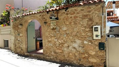 H-MAL124-Traditional-building-old-town-Malia10