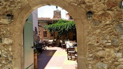 H-MAL124-Traditional-building-old-town-Malia11