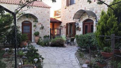 1-Front-garden-n-entrance