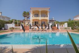 Vila Sol, Villa
