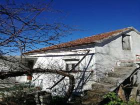 Castanheira de Pêra, Village House