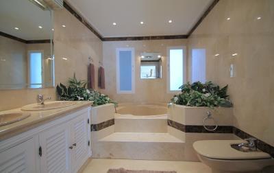DB-128---Main-Bath-copy
