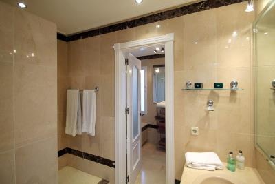 DB-128---Bathroom-2-copy