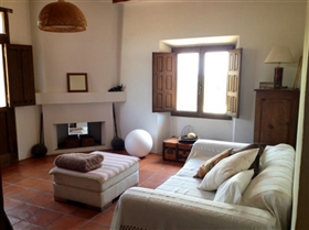 Image No.19-3 Bed Country House for sale