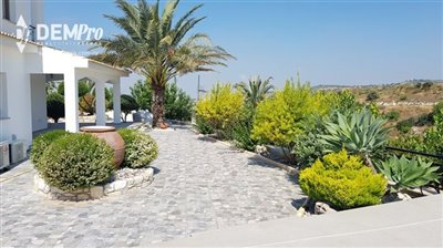 13002-detached-villa-for-sale-in-armoufull
