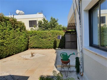 19566-bungalow-for-sale-in-paphos-townfull