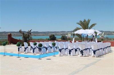 boda-merche-sillas-zona-hormigon-1