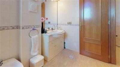 callee-oregano-bathroom