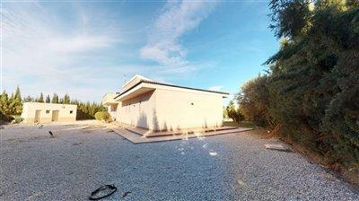 custom-built-prestigious-detached-villa-02052
