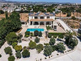 Image No.0-Villa de 7 chambres à vendre à Emba