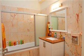 Image No.15-Villa de 7 chambres à vendre à Emba