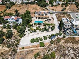 Image No.1-Villa de 7 chambres à vendre à Emba