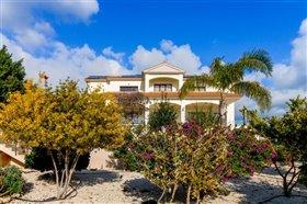 Image No.2-Villa de 7 chambres à vendre à Emba