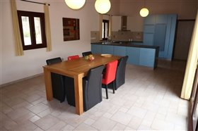 Image No.8-Bungalow de 6 chambres à vendre à Giolou