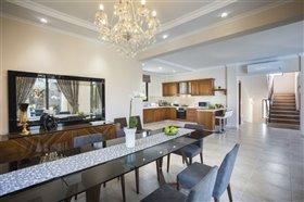 Image No.2-Villa de 5 chambres à vendre à Argaka