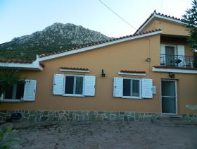 Trizina, Country House