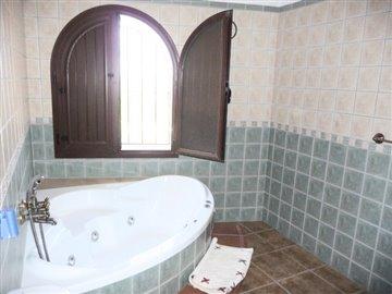 Bathroom 2 w/jacuzzi