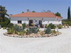 Image No.0-Villa de 3 chambres à vendre à Freila