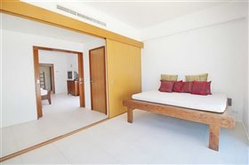 Image No.8-2 Bed Property for sale