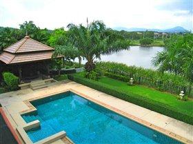 Laguna, Property