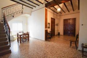Image No.4-6 Bed Townhouse for sale