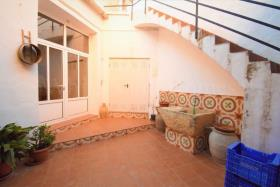 Image No.28-6 Bed Townhouse for sale